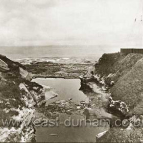 Baths to left and Coastguard Station to right and what is commonly known as Bessies Hole between, though this name rightly applies to the stream valley 150 yards to the north. Photo before 1905