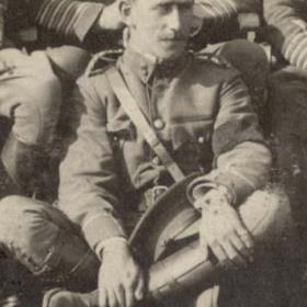 Lt R COMMON (Connor?)  Volunteers 1911.