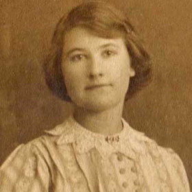 Suzannah Cooper, wife of Tom. Lived Caroline St. Photo 1920s