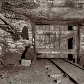 Young boy responsible for aeration gate, Pennsylvania 1911