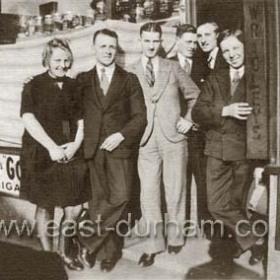 7 Blandford Pl  Sally Scurr, Johnny Hall, Joe Barker,  Alfie Donaldson, Tottie Lonsdale, Jim Craig. Late 1920's