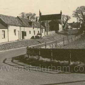 The same row of cottages as in previous photograph c 1960.