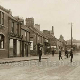 Front Street Hetton, Golden Lion to left. c 1930?