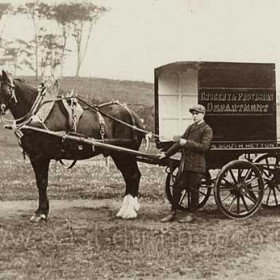 South Hetton Co-operative Society, Grocery and Provisions Department cart in 1910. Mr Holmes at left.