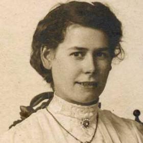 Jennie Kirby, nee Jennie (Jane) Oliver. Wife of Henry Photograph from William Kirby