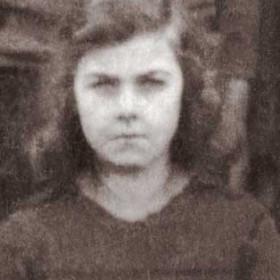 Evelyn Bell. Photograph- Seaton Village School c1924