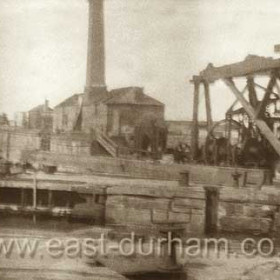Old beam engine on east wall of N dock in July 1947