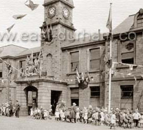 Children outside the Londonderry Officesin North Tce for the visit of the Prince of Wales, later King Edward 8th, 3 Jul 1930.