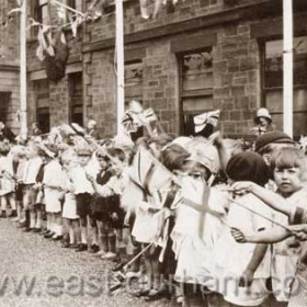 Children outside the Londonderry Offices in North Tce for the visit of the Prince of Wales, later King Edward 8th, 3 Jul 1930.