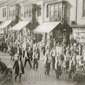 Station Rd, Stanley St at top left c 1930. Occasion not known.