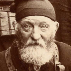 """Crewman of the lifeboat """"Skynner"""", photograph 1895."""