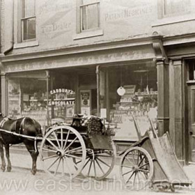 Thomas Forster  grocer, 11 Frances St  in 1902. TF first appears in the records as a grocer at 6 N Railway St in 1873, around 1879 he also had a shop in Back North Tce. By 1899 he still had the N Railway St shop and also this one in Frances St and continued trading from both until around 1910 when his sons took over. This shop was taken over by Robert Forster.