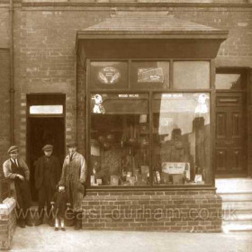 Robert Allen boot repairer and dealer in leather goods at 13 Princess Rd in 1926. He also had a similar shop at 11 Blandford Place and by 1938 another at 57 The Avenue Deneside.