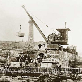 Titan crane building new north pier in 1901.