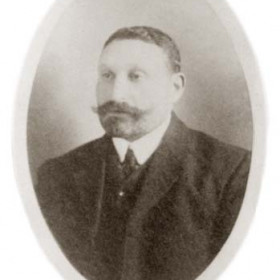 Mr Henry Minski, member of Seaham Harbour Council 1911.Pawnbroker, House Furnisher, Clothier and Auctioneer had premises at 4,5 and 6 South Railway St and 60 Church St.