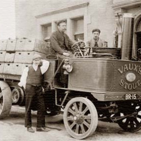 """Steam wagon, outside pub or club, almost certainly in Sunderland. name above door William John(son) or (ston).Plate on wagon reads"""" By Royal Letters Patent, No. 122, Steam Wagon Co. Ltd., Engineers, Basingstoke, England-1902.Do you know this pub?"""