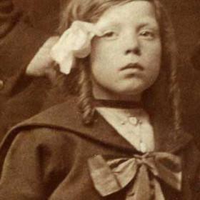 Ann Wallace b 1909. Daughter of Simpson Longstaff Wallace. Photo c1916
